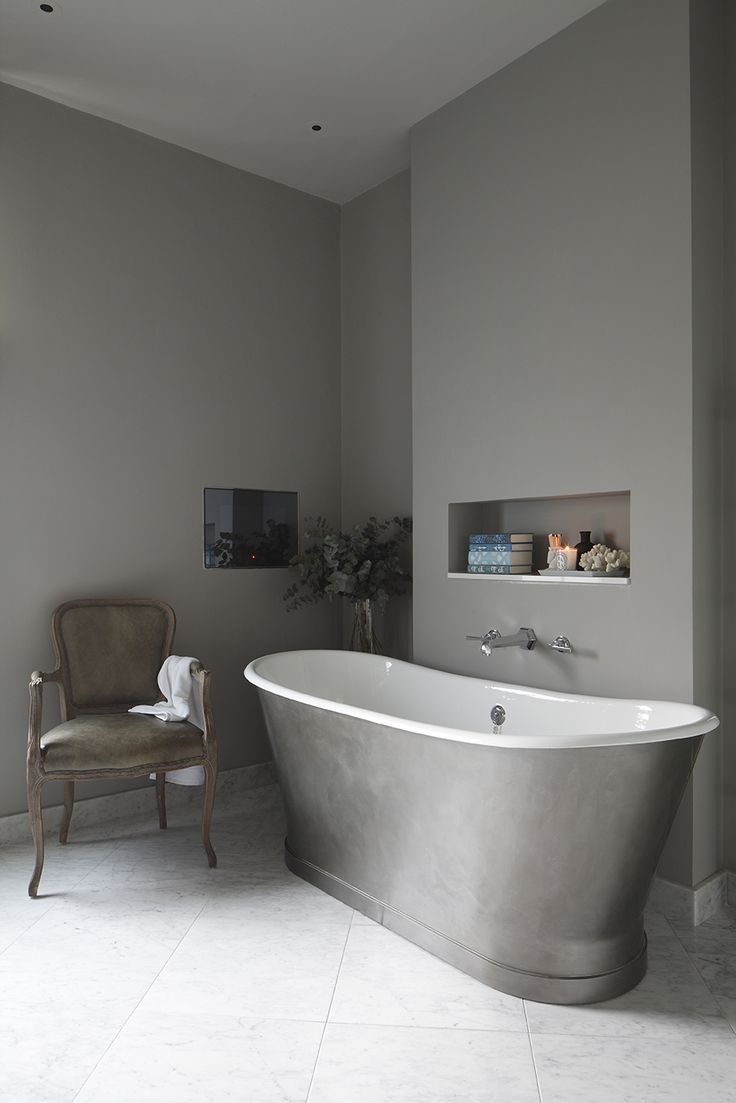 Soothing bathroom by Laura Sole