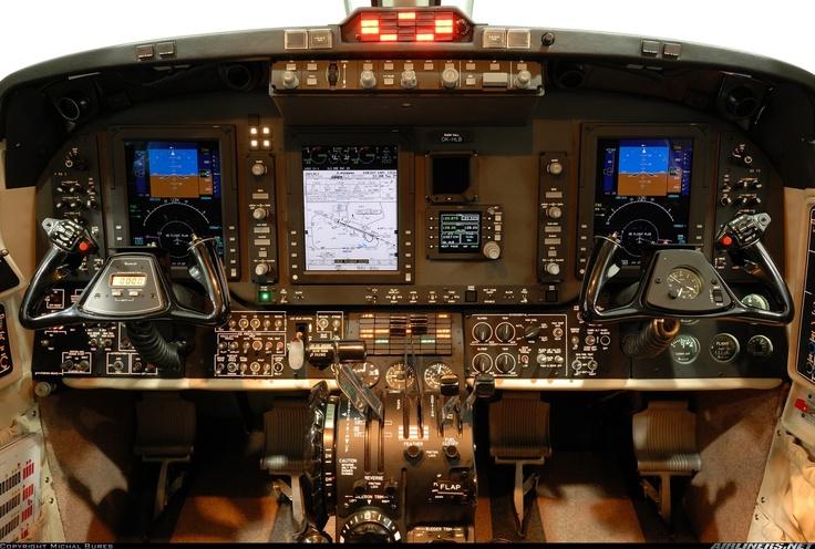 My favorite flight deck: Beechcraft King Air 350! Enjoy this wonder!