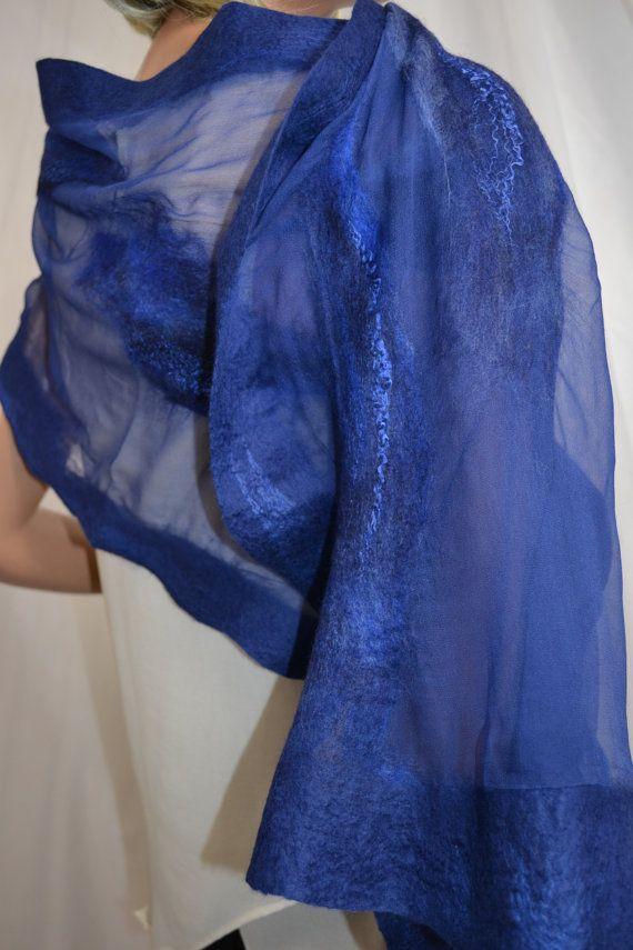 Zijden sjaal met smalle zijde  Nummer sjaal: 4401 (meer patronen www.MerinoSilk.com) Formaataanduidingen: ongeveer 0,4 x 1,6 meter en een handmatige bediening en de grootte is een kleine tolerantie. Fit: Wij kunnen de sjaal in verschillende kleuren en maten op aanvraag.  Zijden sjaals met de hand gemaakt op basis van natuurlijke zijde en hoogwaardige wol van Australische merino. Alle handmatig een uniek design en mode te maken. Wij creëren unieke sjaals, blouses, jassen, jurken. We gebruiken…