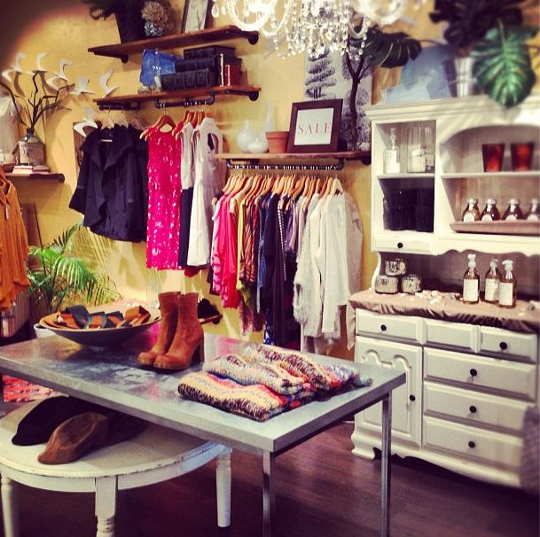 575 best thrift store ideas images on pinterest for Boutique decoration