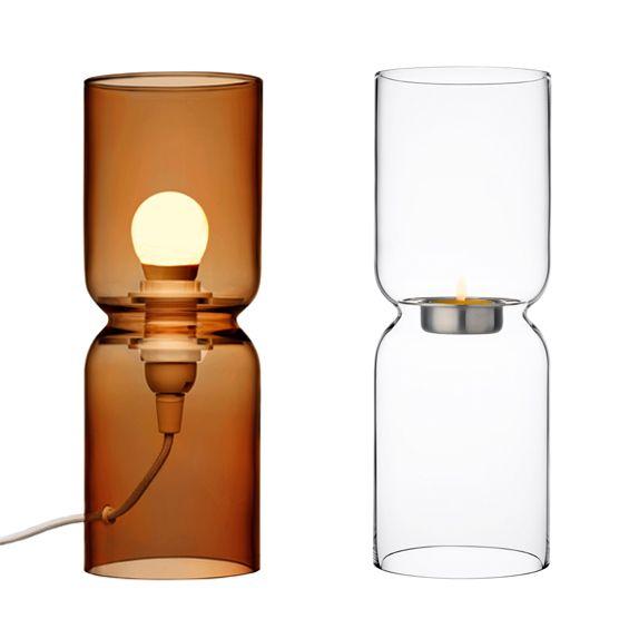 """En 1999 le designer finlandais Harri Koskinen créait pour l'éditeur iittala le photophore de verre soufflé """"Lantern"""". Cette pièce désormais célèbre revient dans une nouvelle version électrique."""