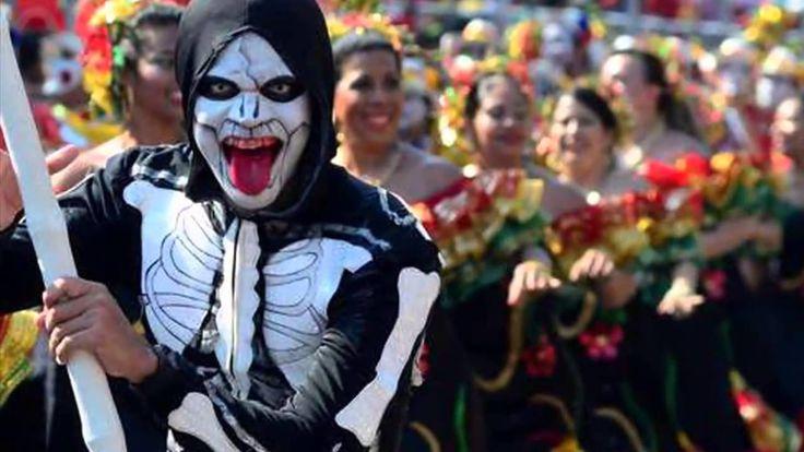 Documental al estilo Ken Burns (sólo fotografías), donde se narra la historia y elementos que le dieron vida al Carnaval de Barranquilla.