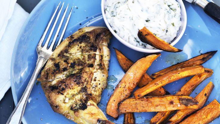 Limestegt kylling med søde kartoffelfritter | Femina