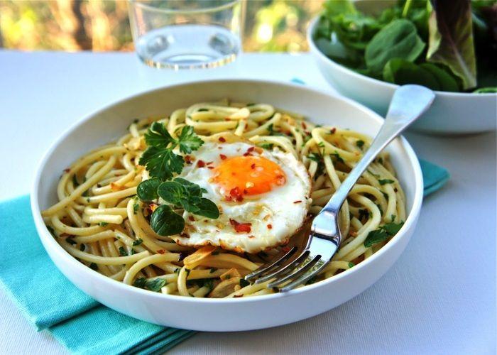 Pasta con l'uovo fritto--Calabria