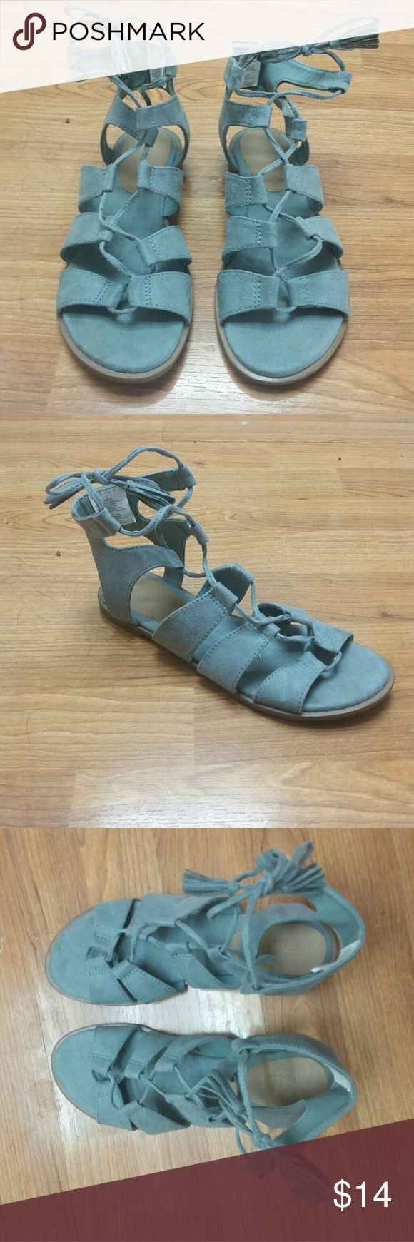 EUC Old Navy Suede Teal Gladiator Sandals Sz. 7 Excellent used condition. Soft teal suede gladiator sandals by Old Navy. Flexible Sole and overall very comfortable shoe. Only worn a few times. Thanks for looking! Old Navy Shoes Sandals