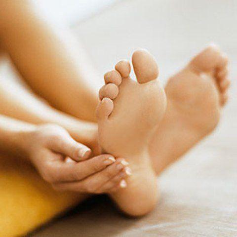 Народные методы лечения трещин на пятках   Трещины на пятках, особенно в летний период, способны причинить массу огорчений и сильную боль. На самом деле справиться с этой проблемой можно и в домашних …