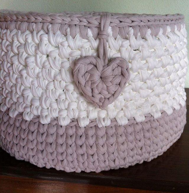 Bom Domingo a todos!!  . #encomenda #RachelCorujinha #feitoamao #handmade #crochê #crochet  #fiodemalha #fioecologico #fioreciclado #trapilho #trapillo #cestodecroche #cesto #euquefiz #ideias #artecomeuroroma