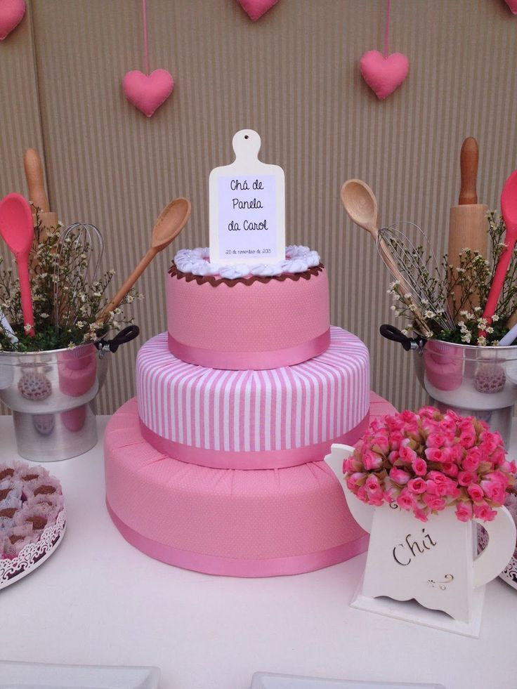 Uma chá romântico, cor de rosae delicado, assim que a noivinha Carol me pediu que fosse o seu chá de panela, que falasse um pouco do seu es...