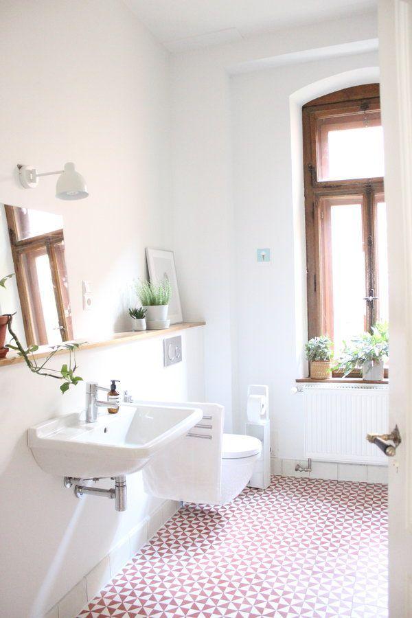 Das Bad in der unteren Wohnung. Nur noch der Spiegel muss aufgehängt werden.
