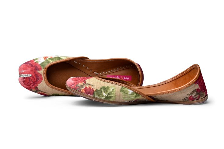 Roses - Pastels and Pop juttis - Florals are so in especially on these subtle and pretty pair of juttis!