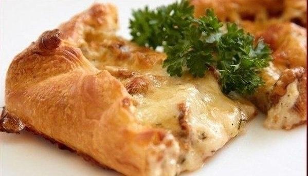 Самые вкусные рецепты: Пирог с грибами, сметаной и сыром