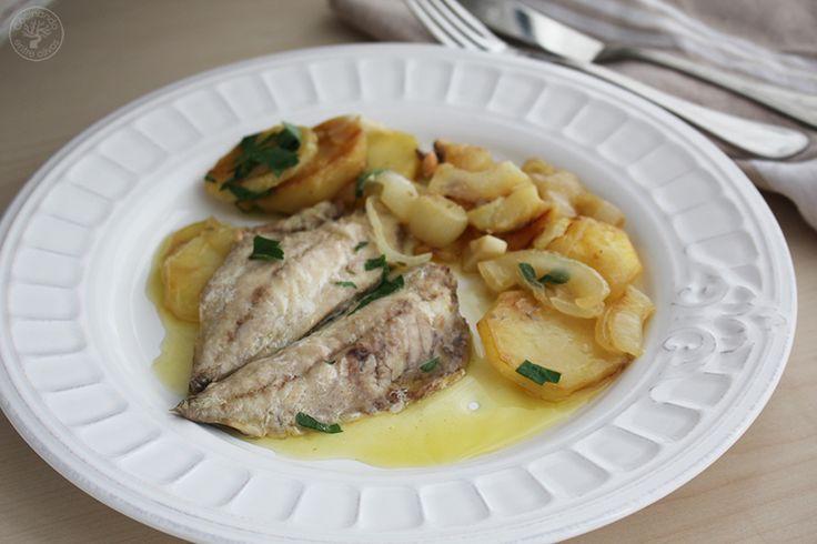 Caballas/Verdeles/Jureles/Chicharros guisados con cebolla y patata www.cocinandoentreolivos.com (1)