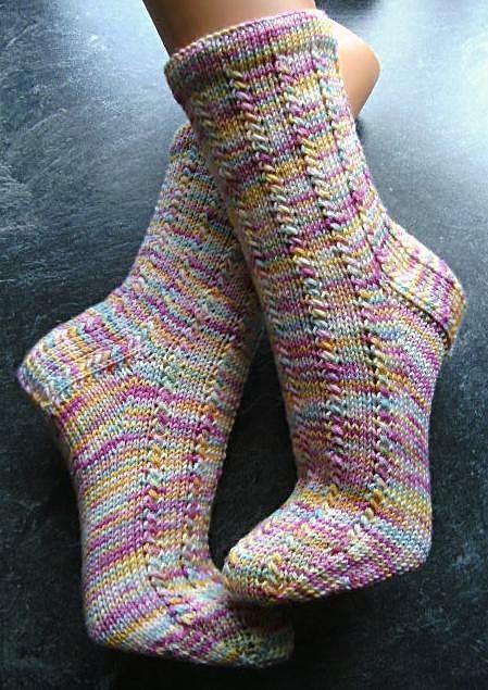 …..nennt sich das Muster, und ist doch so schön finde ich :-D Gestrickt habe ich mit einer Merino extrasoft von handgefaerbt, und es war einfach toll zu stricken, Wolle und Muster genau nach …