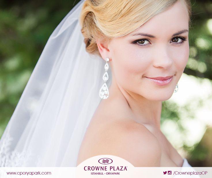 """En mutlu gününüzde saçlarınız ve makyajınız kusursuz olmalı. """"Mutlu Düğünler Atölyesi""""nde birbirinden farklı bir çok saç ve makyaj örnekleri sizleri bekliyor. Katılım ücretsizdir. #cporyapark #mutludüğünleratölyesi #düğün #düğünsaçı #düğünmakyajı #düğünhazırlıkları #crowneplaza #crowneplazaoryapark #düğünöncesi #düğünorganizasyon #gelin #gelinsaçı #gelinmakyajı #düğünplanlama #organizasyon #nişan #kına"""