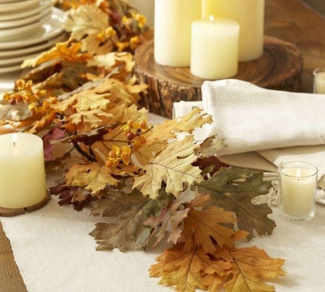 décoration automne avec bougies et feuilles automnales