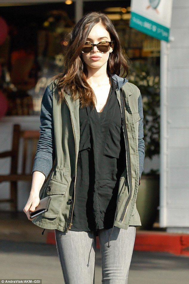 Megan Fox hace una declaración de moda con botas de luna para el brunch con su esposo Brian Austin Green | Daily Mail Online
