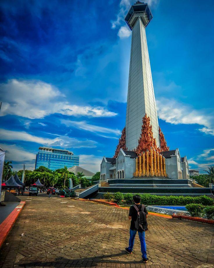 Sebuah tugu yang dibangun untuk mengenang jasa perjuangan para pahlawan dalam pembebaskan Irian Barat menjadikan Monumen Mandala sebagai salah satu pengingat atas keberhasilan Indonesia.[photo by instagram.com/aqshaa24]