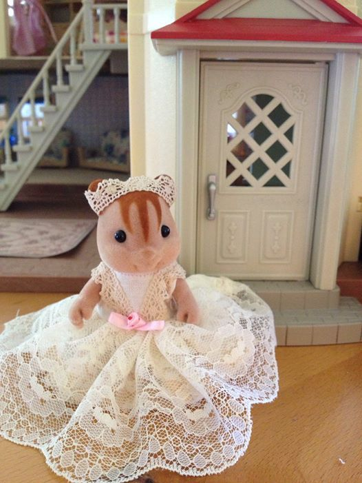 17 best images about calico critters on pinterest lack for Sylvanian families beauty salon dressing table
