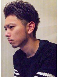 30代男性に似合う黒髪ツーブロック