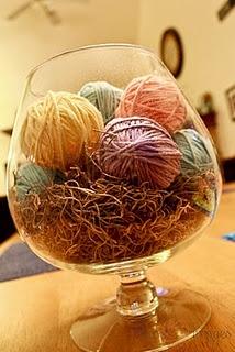Easter: Yarn Ball, Decor, Holidays, Centerpieces, Easter Centerpiece, Craft Ideas, Easter Spring, Easter Ideas