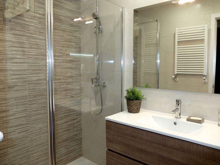 Ducha con mamapara y radiador toallero reforma de ba o for Ideas para banos con ducha