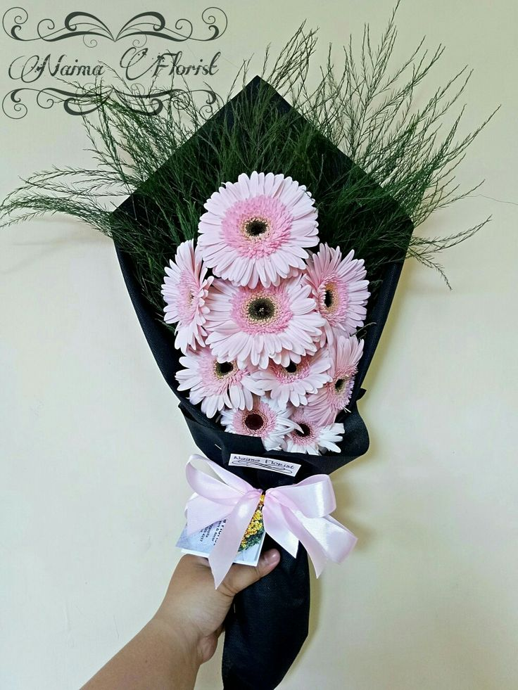 Garbera bouquet by naimaflorist_ 😍😘💖🌸🍀 . . . Order Information please contact  WA : 085640204257 Line :artharygupita IG : naimaflorist_