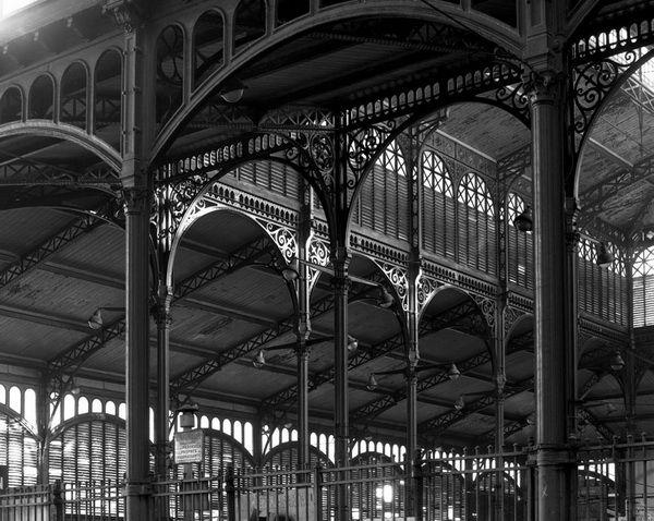 Doisneau. Les Halles. La structure de Baltard, 2 décembre 1968.