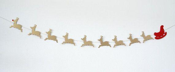 Deze slinger is een perfecte manier om te versieren voor Kerstmis of geven als een geschenk!   Elke garland omvat 9 rendieren (natuurlijk) in glinsterende antieke gouden kleur, ongeveer 4,3 breed en een rode van de Kerstman. Het past de breedte van een mantel perfect voor uw kerst decor.  Tekenreeks - 6ft lange.   U kunt vaste lotgrootte en ik kan sturen hen verbonden (2 bestellingen zullen 12ft. lange)- of u kunt convo me voor een aangepaste volgorde van lengte en kleur. (Ik kan ook een…