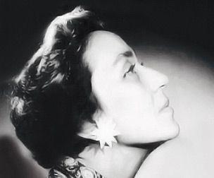 """Adalet Cimcoz Türkiye'nin ilk kadın galeristidir. """"En büyük zevkim her sergide sanatkarlarla heyecan çekmektir"""""""