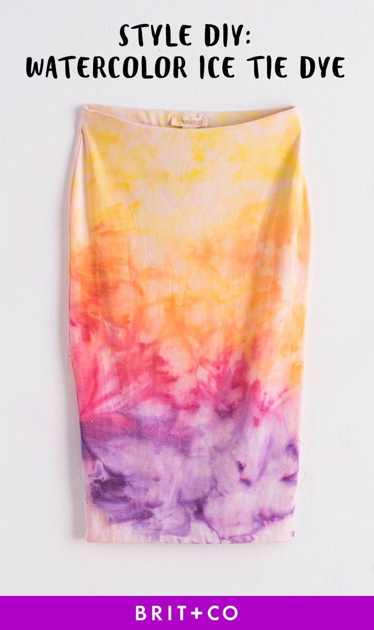 Bookmark this summer style DIY project to learn how to upgrade basic white skirts, shirts, tanks + dresses with watercolor ice tie dye.
