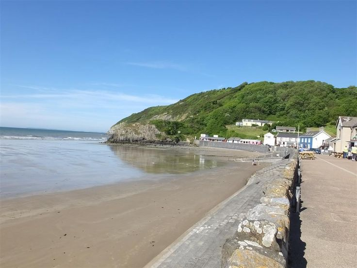 Take a look at the view from Neptune in Pendine! Sleeping five people and being pet friendly it's going to be a popular one! Prices from £475 to £850 for seven nights, short breaks from £333. Call today to book 01834 844565.