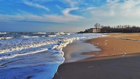"""""""Om liber, tu vei iubi intotdeauna marea!"""" - Charles Baudelaire  ☀️  #mare #plaja #valuri #iubire"""