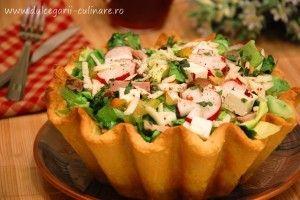 Salata in cos de paine - Culinar.ro