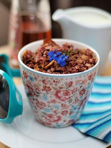 Słodkie inspiracje: Granola truskawkowa z migdałami