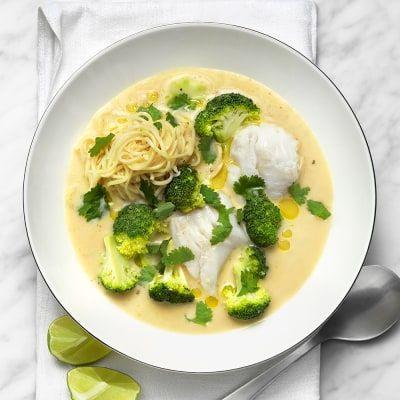 Fiskgryta med nudlar och broccoli