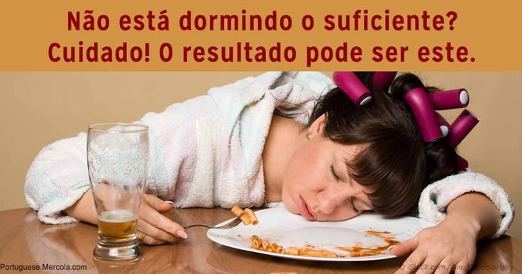 As pesquisas confirmam que dormir pouco faz você ingerir mais alimentos do que o normal no dia seguinte. A privação de sono pode descontrolar os hormônios envolvidos no controle do apetite. http://portuguese.mercola.com/sites/articles/archive/2016/12/29/privacao-de-sono-comer-demais.aspx