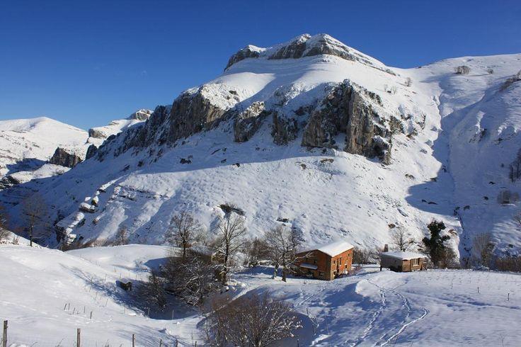 Nevada en albergue alto miera http://alberguealtomiera.wordpress.com #albergue #cantabria #travel #Spain #mountain