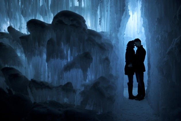 THIS IS WHERE I WANT TO GET MARRIED. I've always wanted to get married in the snow, but the ice castles in Colorado are freaking cool! AHHH