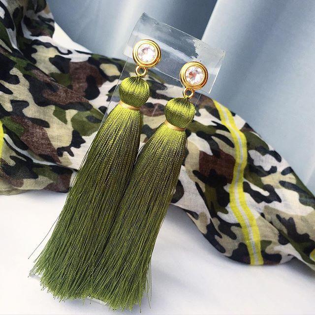 WEBSTA @ katy_tosh - Оливково-зеленые или цвета высушенной травы  #серьгикисточки в наличии, их можно забронировать по тел.   7 906 085 111 4