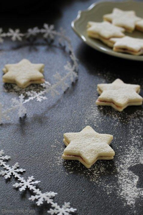 Stelle di neve alla marmellata di lamponi, con pasta frolla senza uova ricetta Dulcisss in forno by Leyla