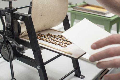 A Tiny Printing Press That Creates Charming Miniature Prints And Books - DesignTAXI.com