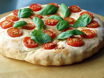 Radość gotowania: Focaccia z pomidorami cherry i bazylią