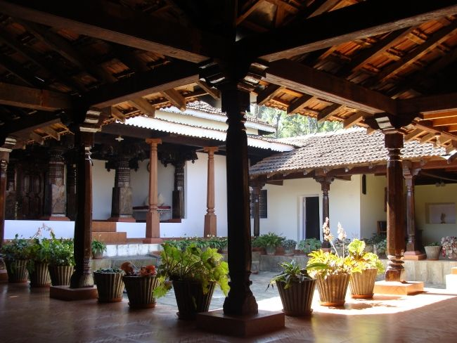 Kerala courtyard with seating google search courtyard for Kerala traditional house plans with courtyard