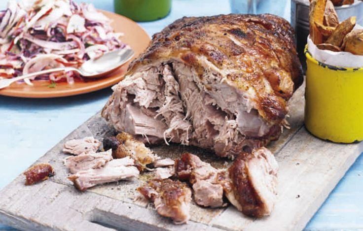 Langzaam geroosterde varkensbuik met knolselderij-peerpuree | ELLE Eten