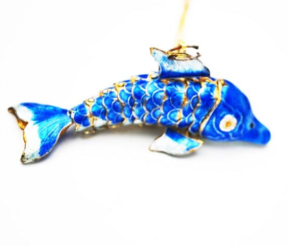for your consideration is this sarticulated fish pendant necklace a The necklace has a blue and whit