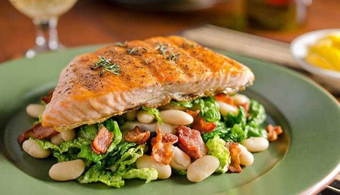 Low Calorie Dinner Recipes - Salmon With Kale And Apple Salad