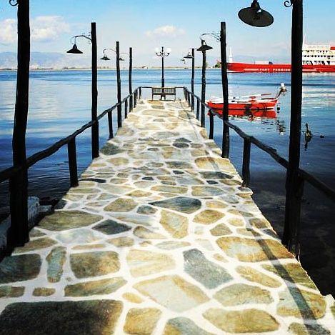 Ακανόνιστη Πλάκα Σικής  Χρησιμοποιούνται για πέτρινα δάπεδα, πλακοστρώσεις με πέτρα σε πλατείες, δρόμους, πεζοδρόμια κλπ. Η χρήση τους συνίσταται και για εσωτερικούς και για εξωτερικούς χώρους.  http://www.toutsis.gr/product/akanonisti-sikis