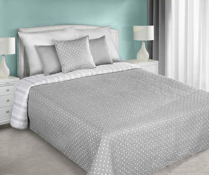Obojstranné bodkované prehozy sivo bielej farby na manželskú posteľ