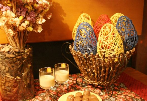 Faça você mesmo ovos de Páscoa de corda para enfeitar sua casa. Clique da imagem e leia mais!