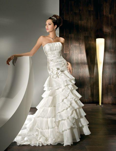 Fancy A-line sleeveless organza wedding dress